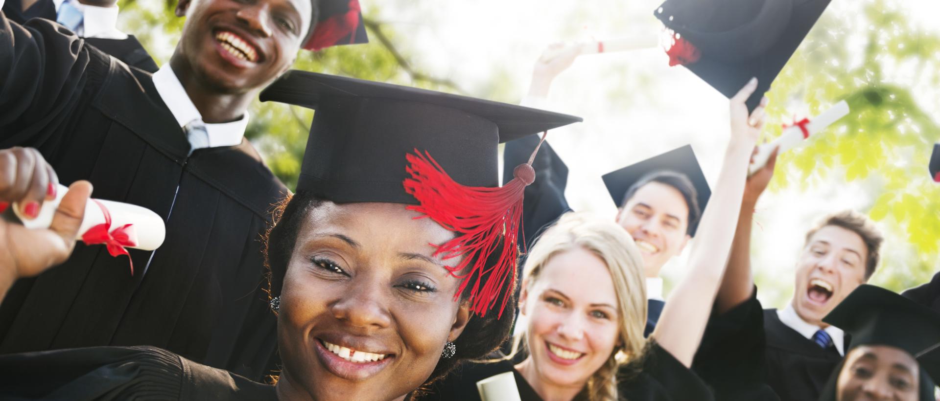 البحث بالجامعات والمنح الدراسية